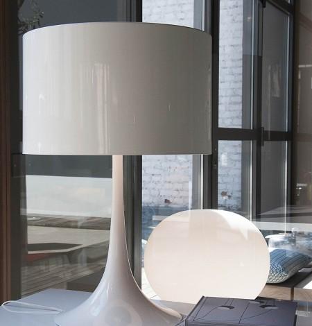 ecomaflos0006bi-flos-lampada-spun-light-t2-bianco-white-tavolo-1