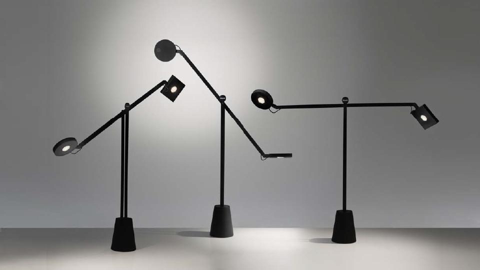 Equilibrist led tavolo artemide illuminazione roma for Artemide lampade roma